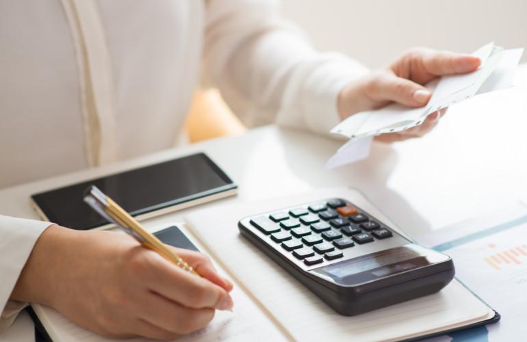 ¿Cómo calcular la base imponible de una factura?